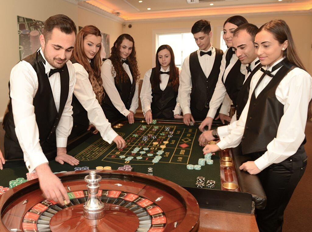 как называется работник казино